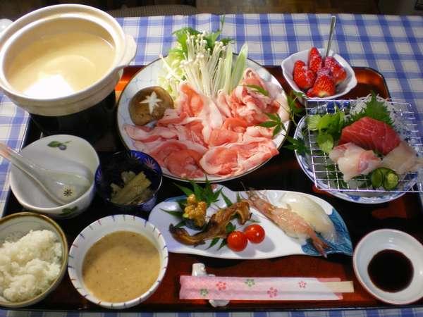 ・近海で採れる新鮮な魚介類。宮崎産の安心&安全なお肉。地元産の野菜・果物を活かした和洋折衷料理です。