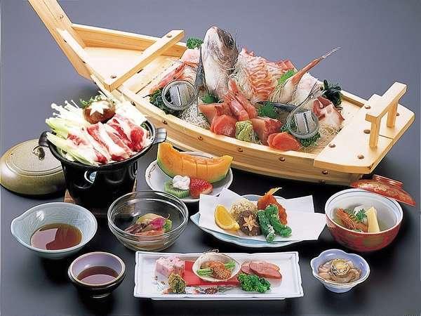 海鮮処『アルプス食堂』では、旬の食材を使用したおいしい食事をお楽しみいただけます
