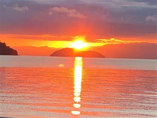 冬は竹生島の上から日の出が見れます