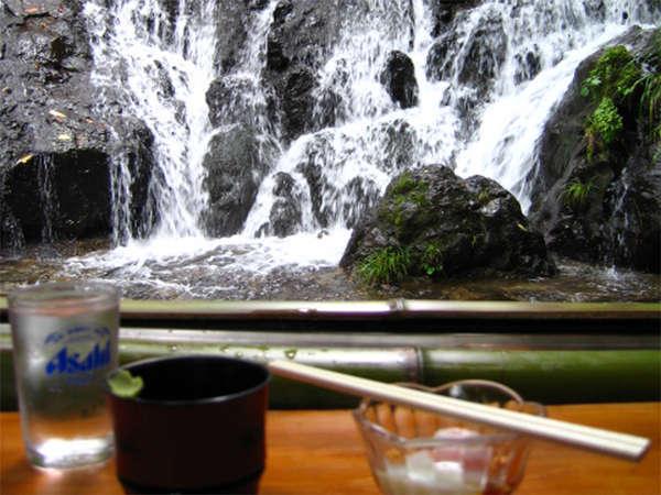 ●夏の風物詩~川床~●5月~9月まで、お食事は川床でお召し上がり下さい♪ダイナミックな貴船川は圧巻☆