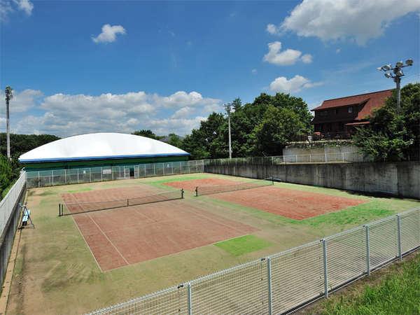【屋外テニスコート】ナイターも楽しめるテニスコート。テニス合宿にも是非ご利用ください。
