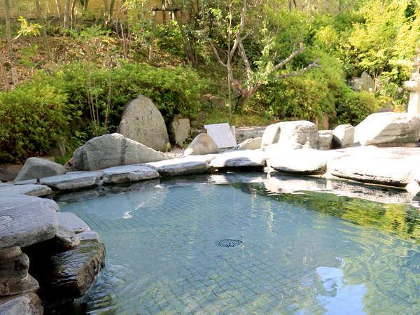 【和風・露天風呂】天然温泉でお肌ツルツル!露天風呂では四季折々の風情をお楽しみいただけます。