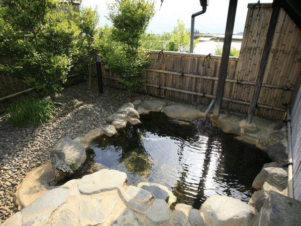 【客室露天風呂】★本館★ 竹の倉山荘の原点の本館露天は自然の一風景のよう。