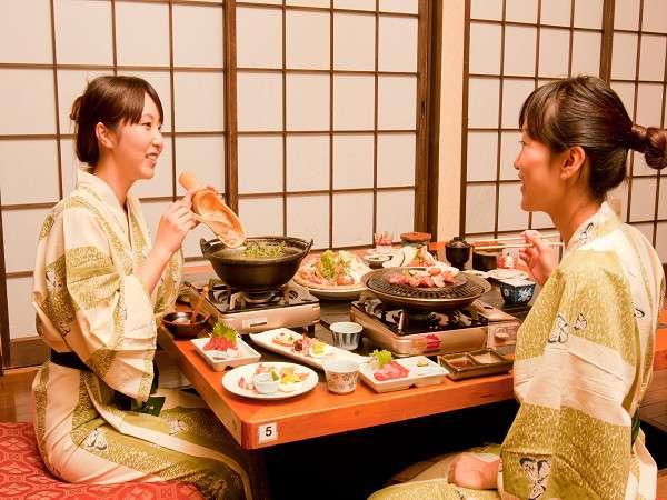 【夕食】二人でも好みで別々のコースも選べる。人気のプラン★お食事処【竹の倉】