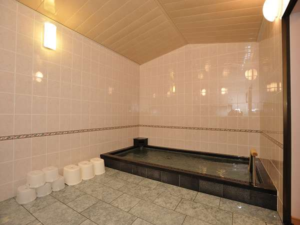 改修された大浴場。