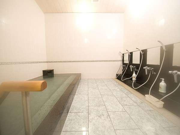 改修された大浴場。男性風呂。