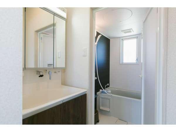 トイレとバスルームは計2か所、ウォシュレット付き
