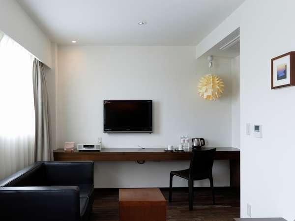 デラックスルーム/壁掛けテレビ・BOSEのステレオ・ソファをご用意