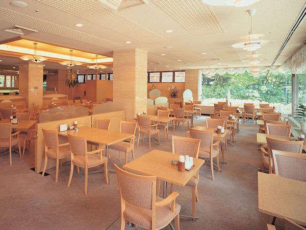 【レストラン】明るい雰囲気のレストラン