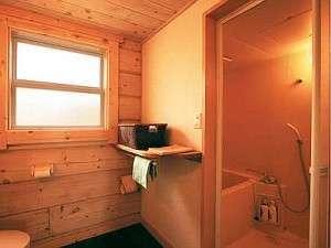 お風呂とトイレはもちろん別々でタオルなどアメニティも完備