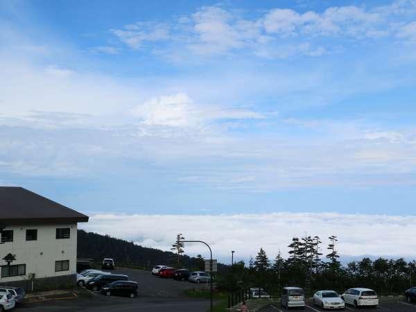 【雲海と凌雲閣】晴れた日の早朝には雲海の絶景が見られます