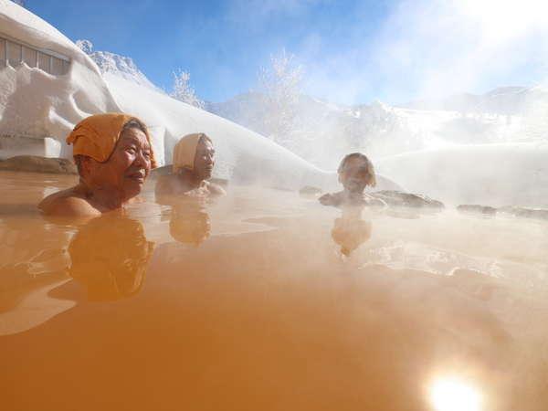 雪見露天風呂。一面の銀世界を楽しもう。