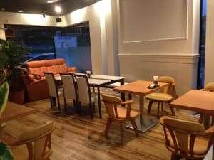 1階カフェ(MOKU)。ご朝食会場になります。