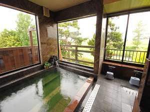 北アルプスと安曇野の田園風景が見える2階にあるお風呂
