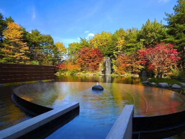 【露天風呂 浮湯】四季折々の風情が楽しめる青森屋自慢の露天風呂