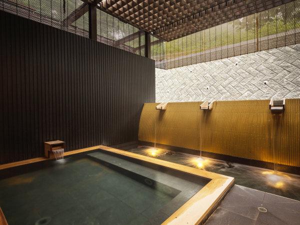 木ニセコの敷地内から出ている天然温泉。炭酸塩泉。メタ珪酸も多い美人の湯。鉄も多く含まれる。