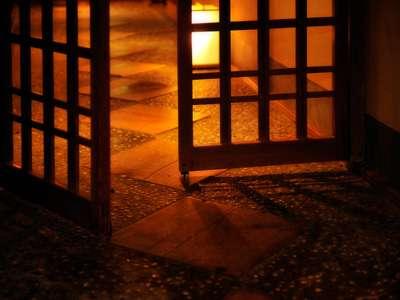 限定1室の内温泉湯付特別室は格子を閉めれば露天まで独占!
