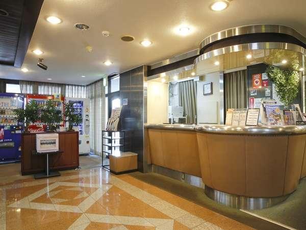 【ホテルフロント】1F正面にございます。