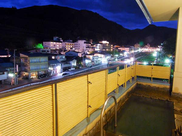 展望露天風呂では渋温泉の夜景も・・・