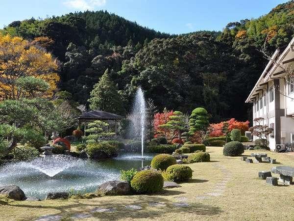 四季折々、美しい景色を見せてくれる庭園。秋の眺め