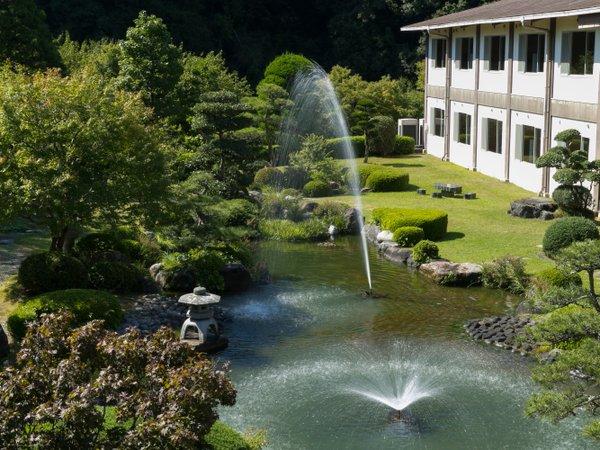心和む日本庭園。噴水の音がさわやかに響く