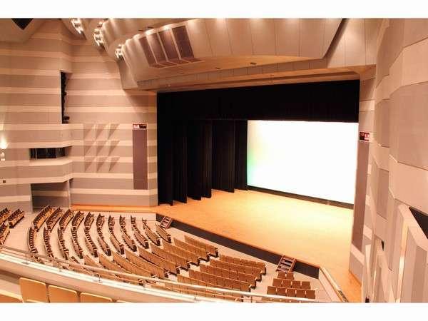 コンサートホール(2001席)客席より舞台を眺める。