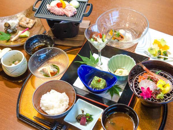 【創作和会席料理】料理長が厳選した四季折々の夕食をご堪能下さい。