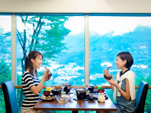 【レストラン】仙石原エリアの最高峰に位置するホテル レストランから仙石原エリアが一望できます