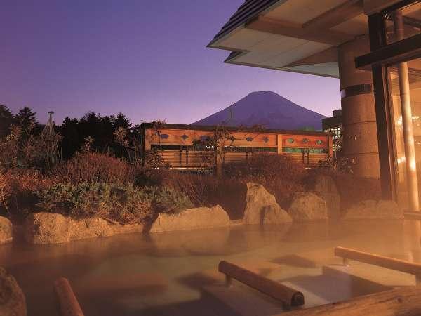 赤富士大浴場露天(ご婦人)/夜は幻想的な富士山と向かい会う