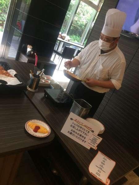 朝食では好評オムレツを提供中!お好きな具材をお選びいただければシェフがお客様の前でお作り致します。