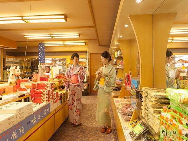【1階売店】で山陰の銘菓や地酒のお土産をどうぞ♪
