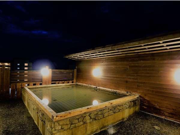 屋上露天風呂「大空海」晴れた夜は星取県自慢の星空をお楽しみ頂けます。