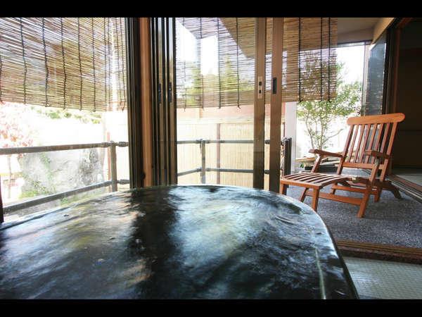【森の湯】心地いいおもてなしと静寂の時間に包まれるプライベートな空間