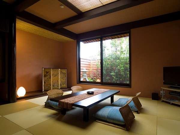 庭園内独立1戸建て離れ「風月庵」専用露天風呂(温泉)とベッドの寝室