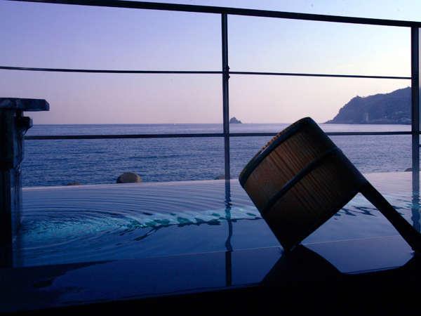 【露天風呂】晴れた日には房総半島が見え、湯船につかりながら開放感のある景色をお楽しみいただけます。
