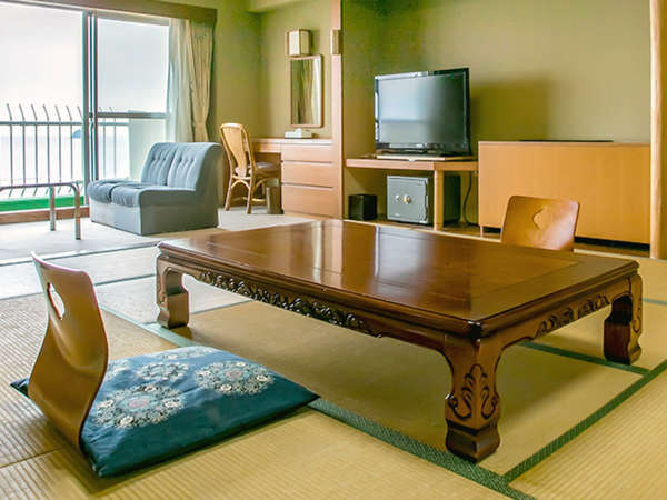 【客室】≪オーシャンフロント≫和室15畳+サンルーム50㎡ 6~8F