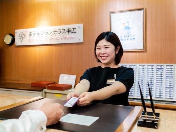 【フロントスタッフ】笑顔でお出迎えさせていただきます。