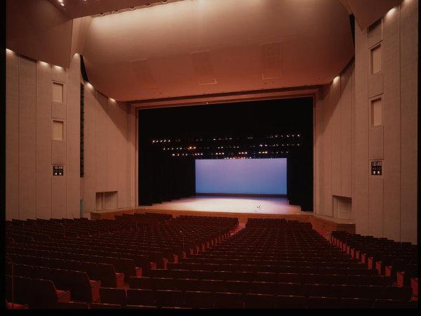 ホテルに隣接する福岡サンパレスホール。国内外有名アーティストによるコンサートが多数開催されています。