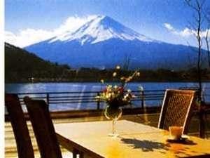 壮大な富士の景色が目の前に広がるレストラン