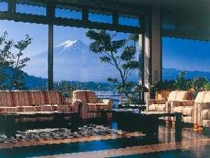 富士を望む絶景のロビー