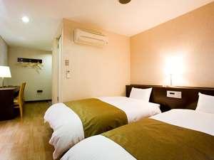 高槻W&Mホテル:ツインタイプの室内写真です。ご夫婦、カップルの方におすすめです!