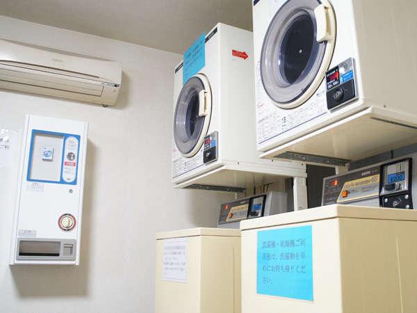 共有スペース内にはコインランドリーもあります。洗剤だけは有料販売になります。