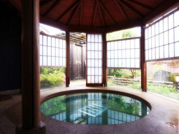 【大浴場】半露天風呂タイプは冬の時期に人気/例