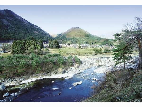 【せせらぎと竹の香りの隠れ宿 鬼怒川温泉 旅館 若竹の庄】里山の原風景と渓流のせせらぎ―若竹に抱かれた日本旅館で人心地を