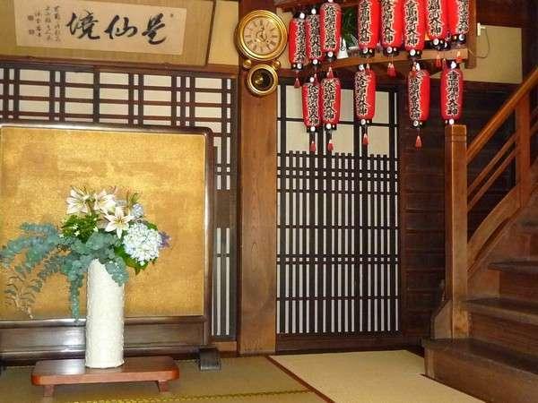 【玄関】季節のお花がお出迎え