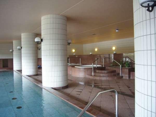 男女共に250坪の広さの大浴場。湯沢の伝統ある温泉は弱アルカリ性単純泉で美人の湯としても名高いです。
