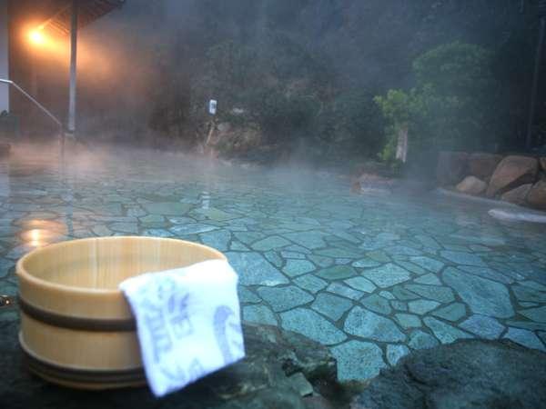 【久美浜温泉 湯元館】天然温泉・掛け流しの湯 滝の流れる天然大露天風呂の宿