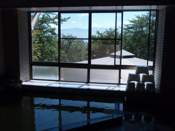 天気の良い日には南アルプスが臨める大浴場でのんびり湯浴みをどうぞ♪