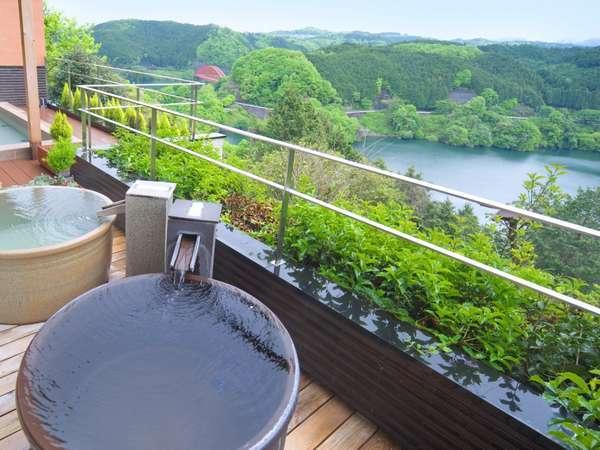 信楽焼陶製つぼ湯の展望露天風呂