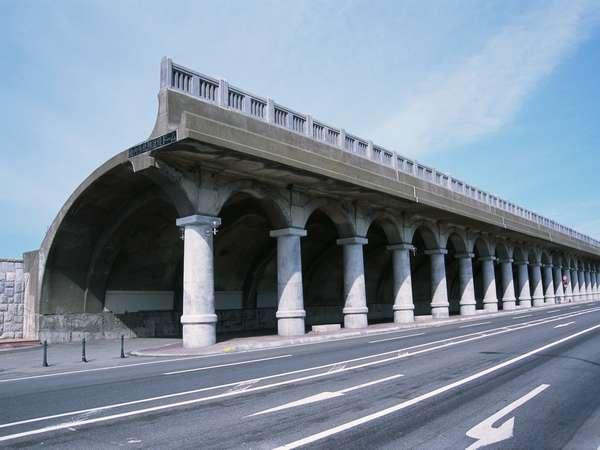 北海道遺産「北防波堤ドーム」(当施設から徒歩2分)